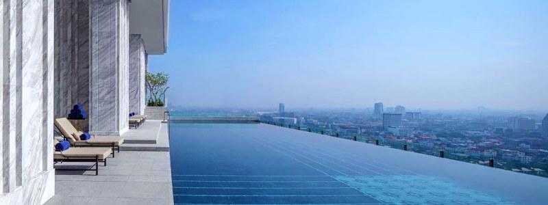 137 Pillars Residences Bangkok viešbučio baseinas ant stogo