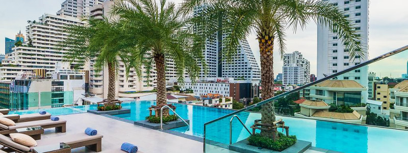 viešbučio SureStay Plus baseinas Bankoke