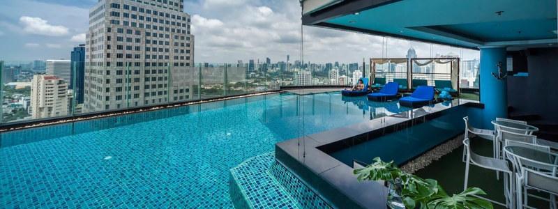 Continent Bangkok viešbučio baseinas